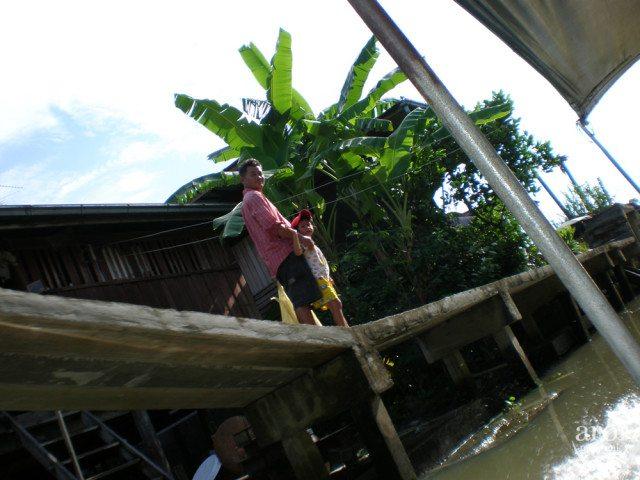 Damnoen Sadauk Floating Market