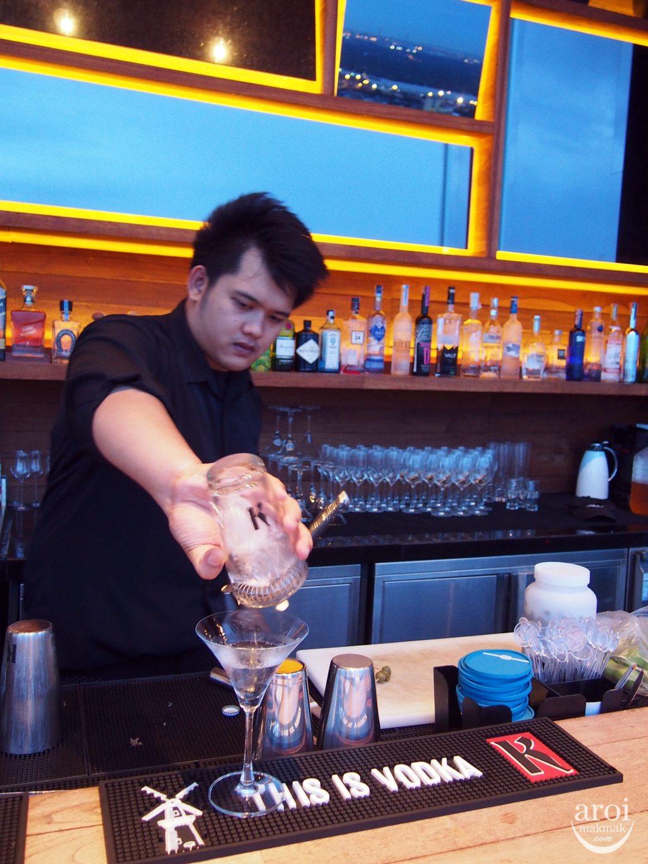 Octave - Bartender