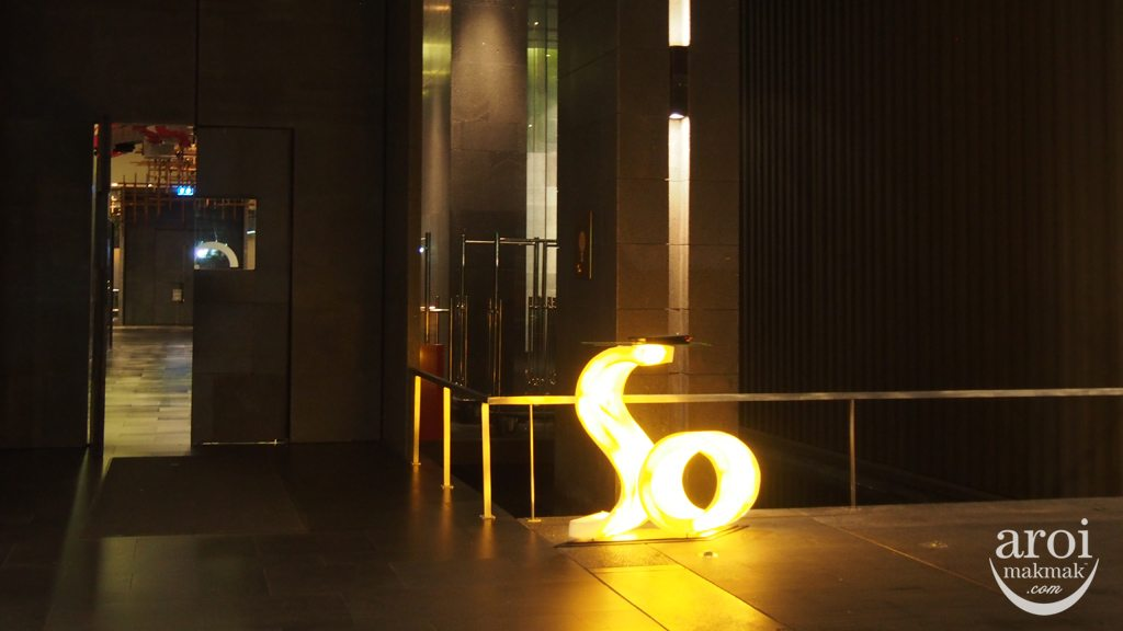 Sofitel So Bangkok - Entrance Night