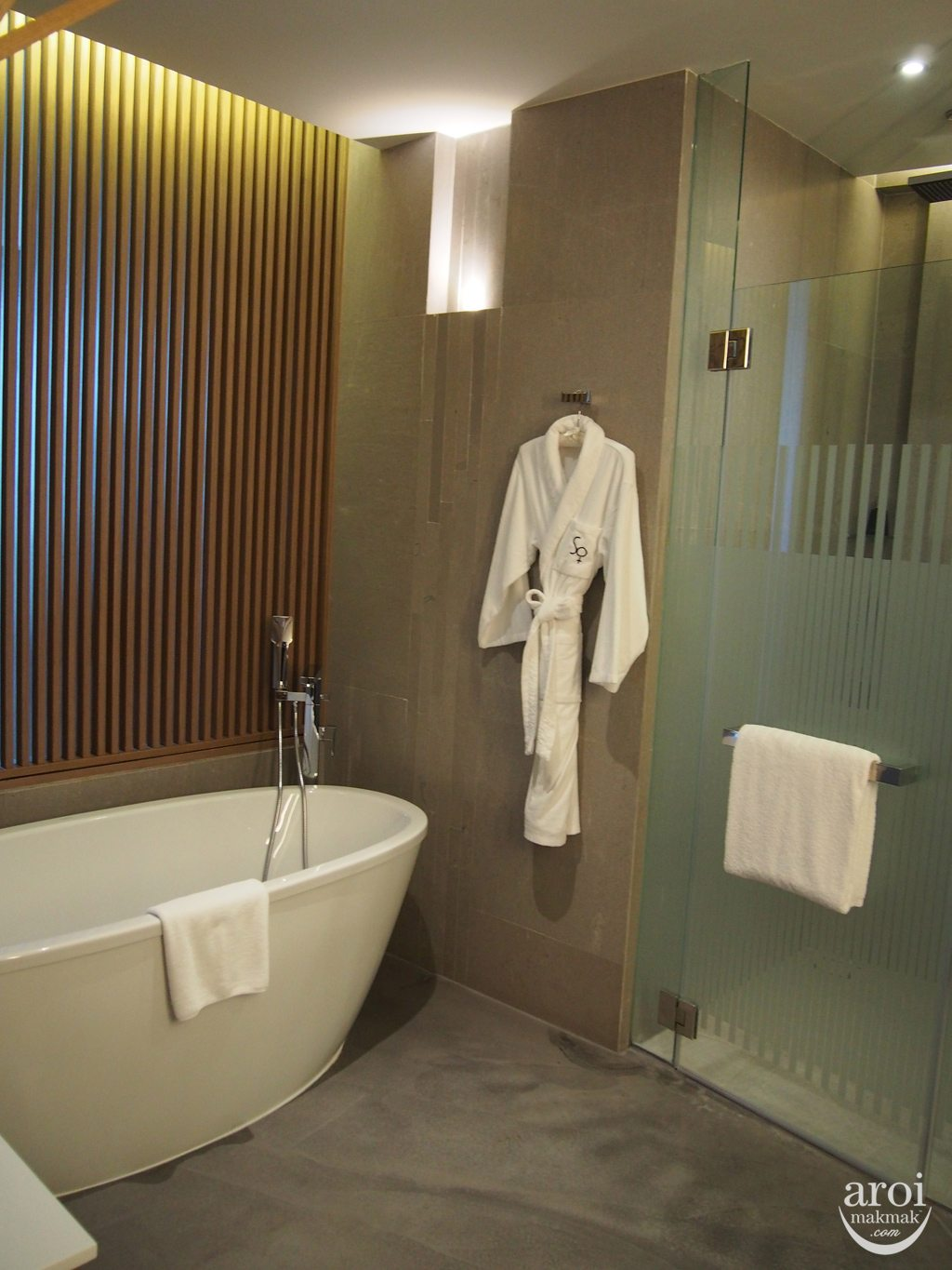 Sofitel So Bangkok - Wood Bathroom