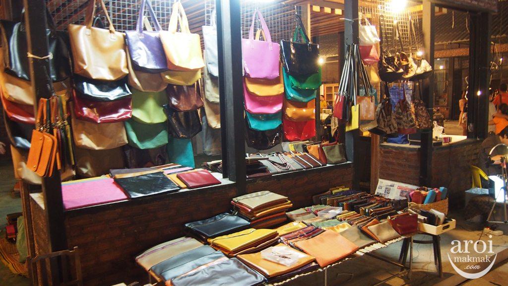Talad Rot Fai Srinakarin - Bags