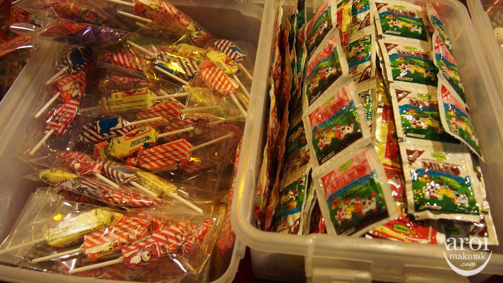 Talad Rot Fai Srinakarin - Childhood Sweets