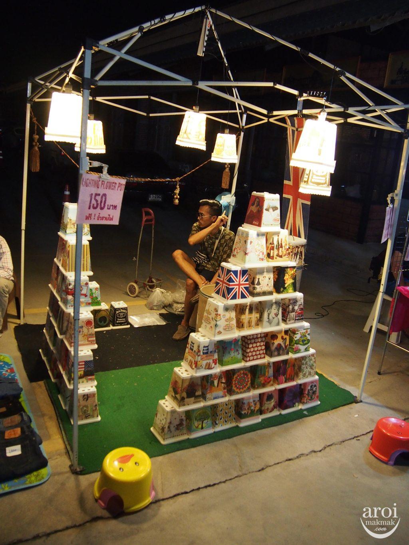 Talad Rot Fai Srinakarin - Light Lamps