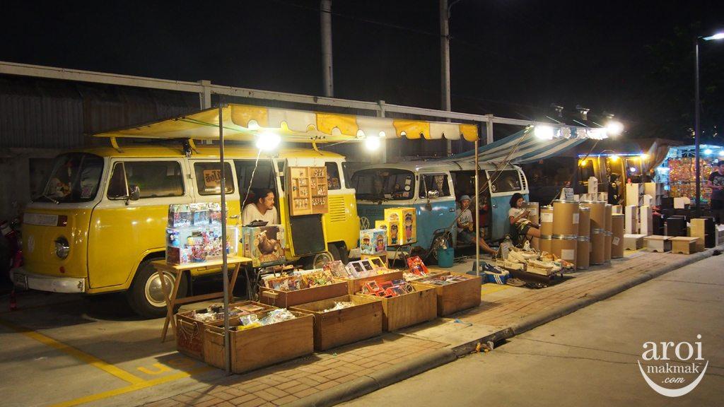 Talad Rot Fai Srinakarin - Van Stalls