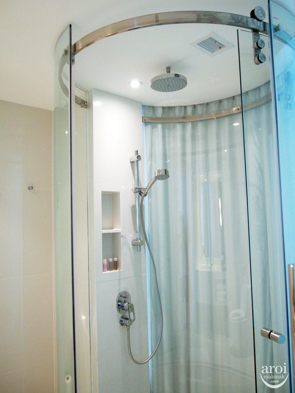 Centara Watergate Pavillion - Rain Bath