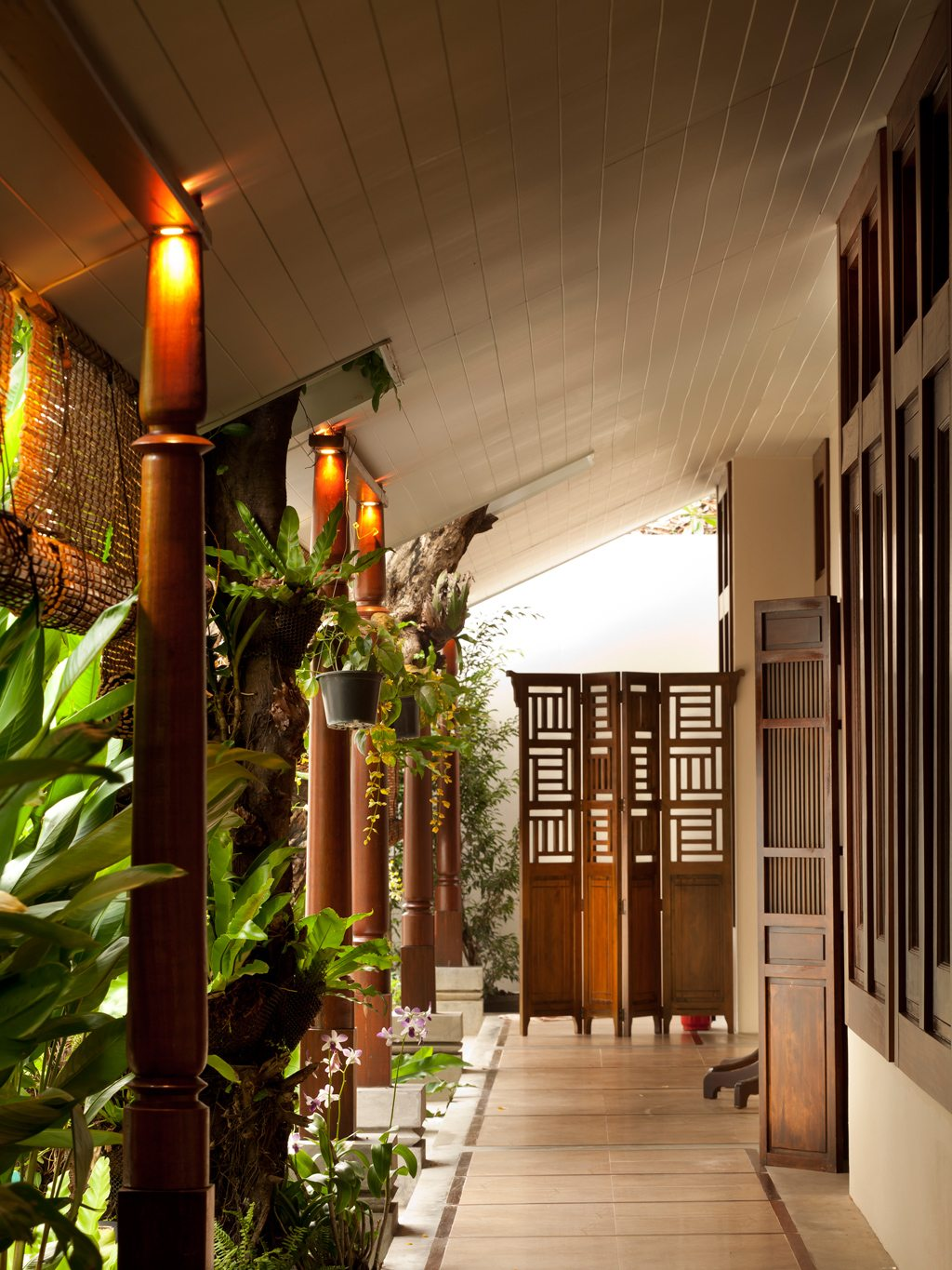 Divana Virtue Spa - Walkway