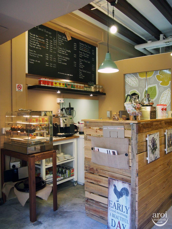 Nam's Brewing Thai Tea & Coffee - Interior