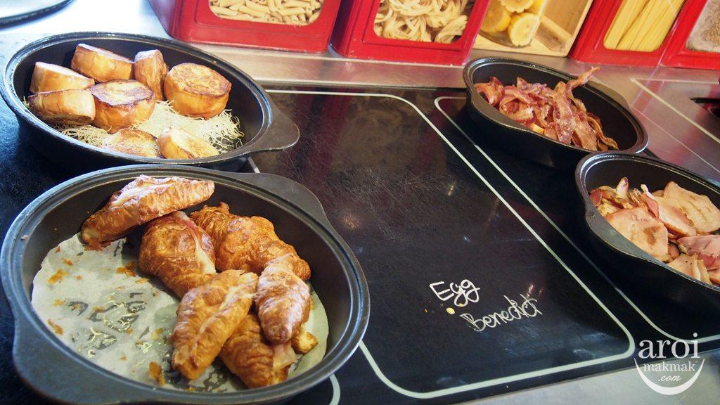 Red Oven Sofitel So Breakfast - Egg Benedict