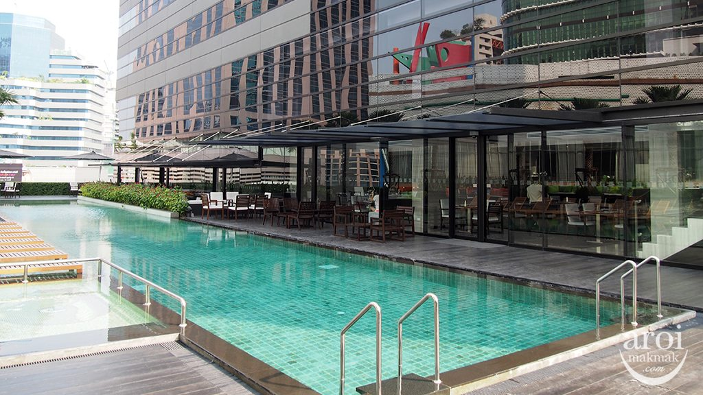 holidayinnsukhumvit22-swimmingpool1