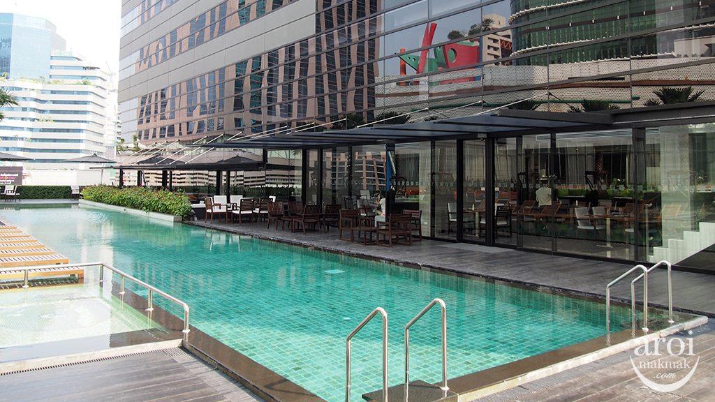 holidayinnsukhumvit22-swimmingpool1