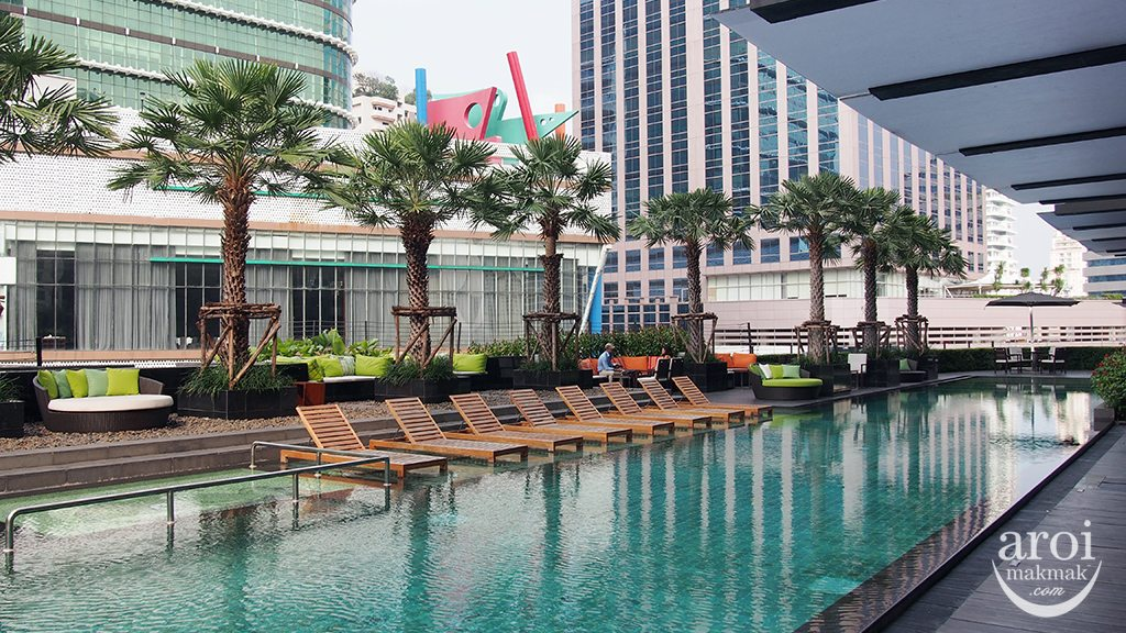 holidayinnsukhumvit22-swimmingpool3