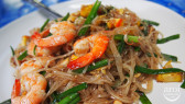 http://aroimakmak.com/wp-content/uploads/2013/11/padthaisaladaeng-padthai2.jpg