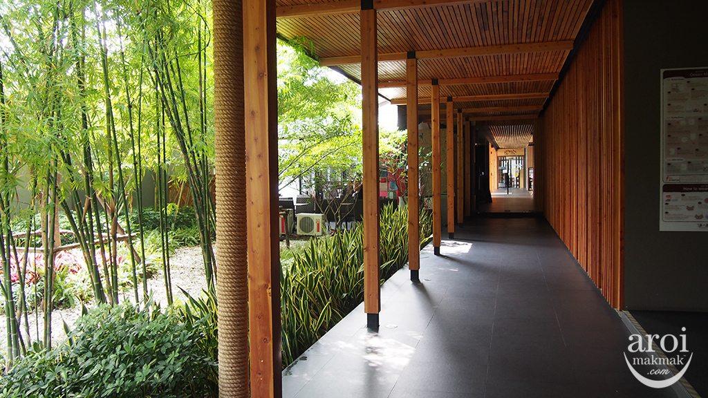 Yunomori Onsen Spa - Walkway