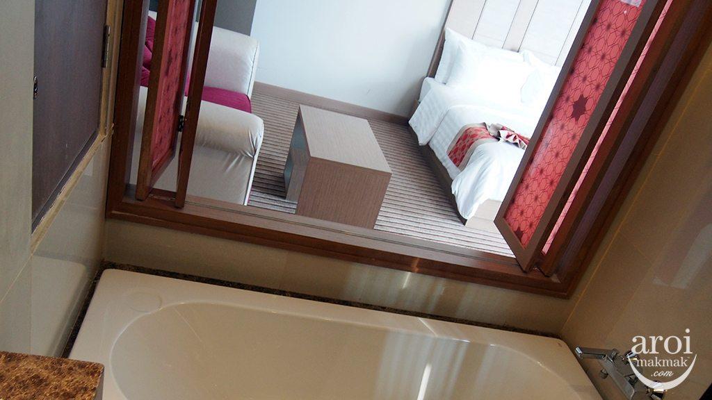 The Berkeley Hotel Pratunam - Luxury Corner Room