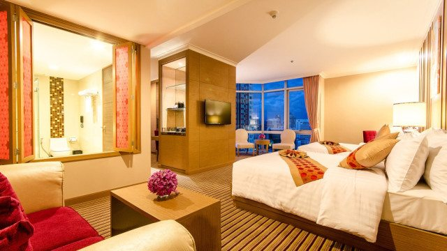 The Berkeley Hotel Pratunam - Luxury Corner Room