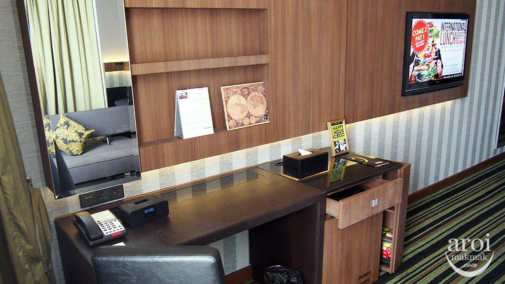 The Continent Hotel - Desk