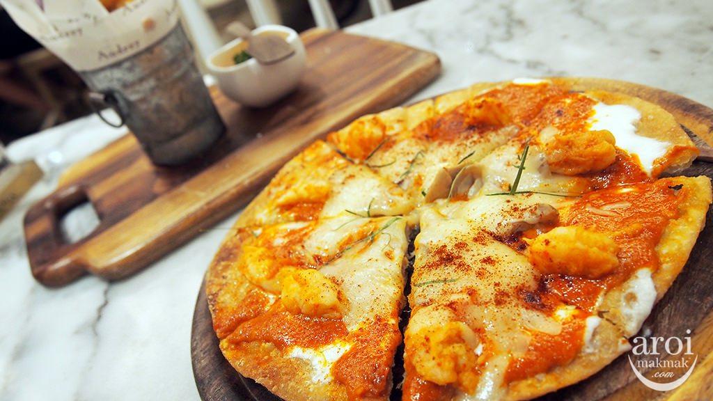 petiteaudrey-tomyumbabycrustypizza
