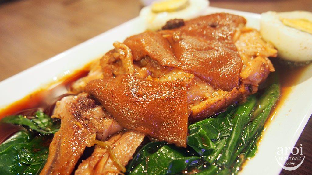 khunmeethai-porkleg