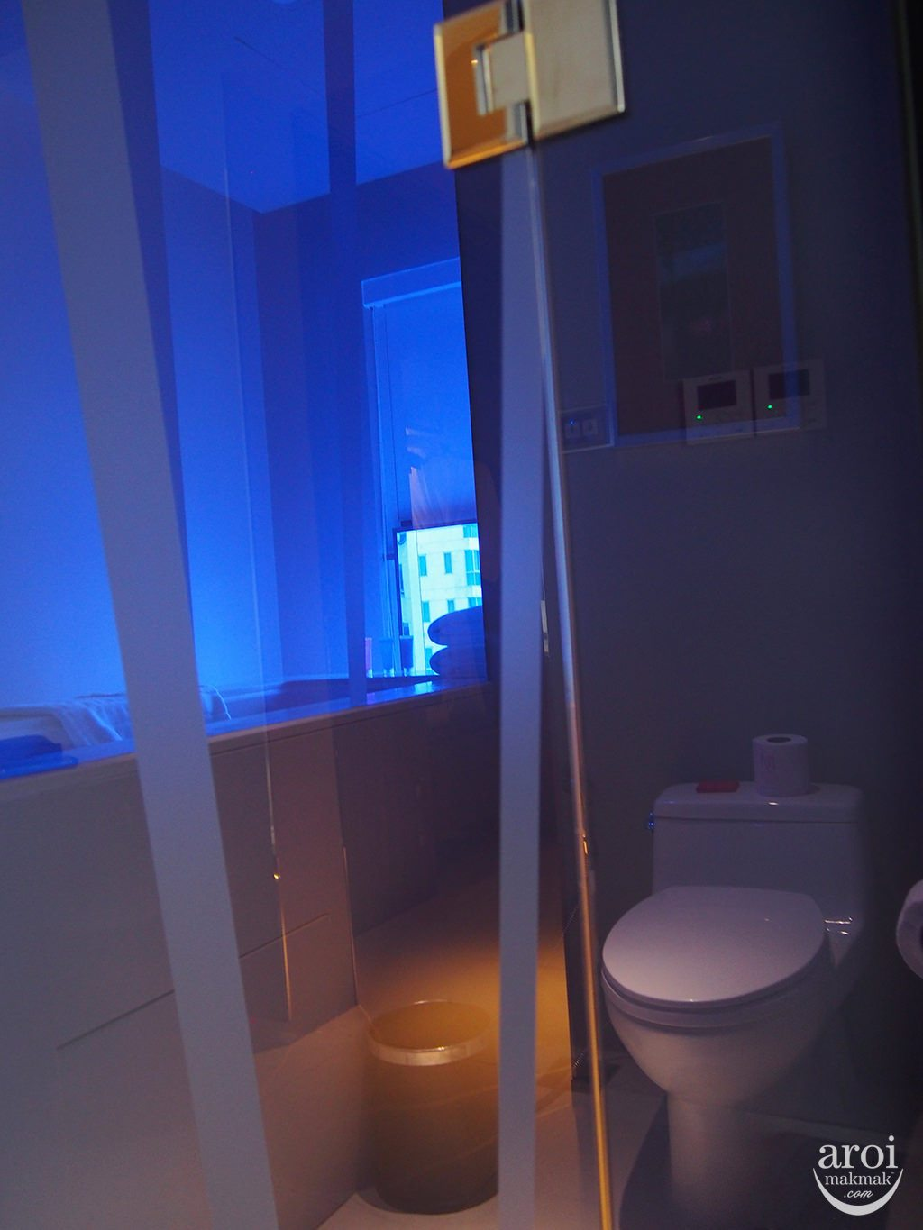 modesathorn-bathroom2