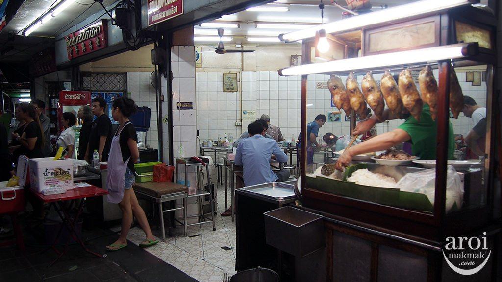 ducknoodlenight-stall