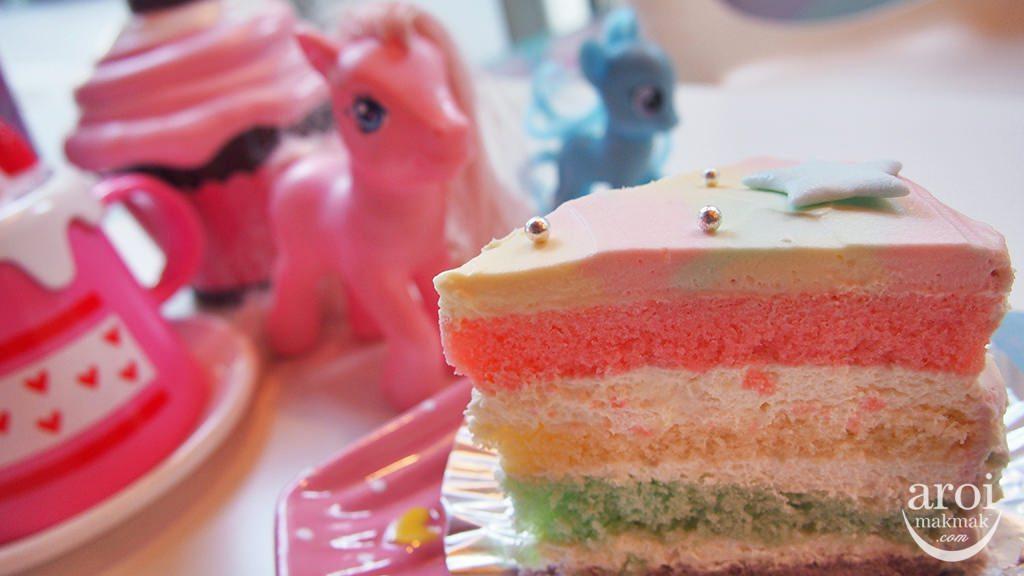 unicorncafe-rainbowcake