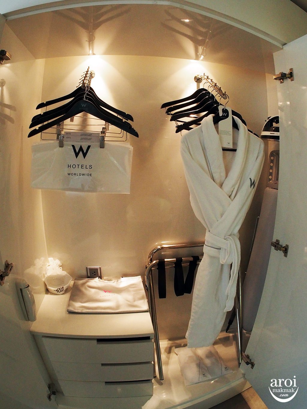 wbangkok-bathrobe