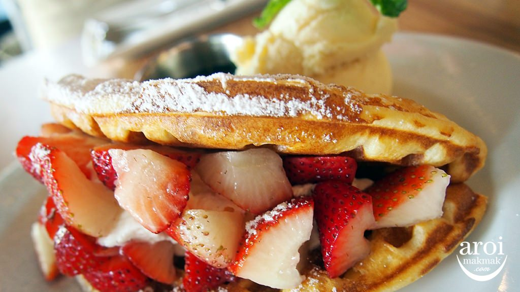 roast-strawberrywaffle