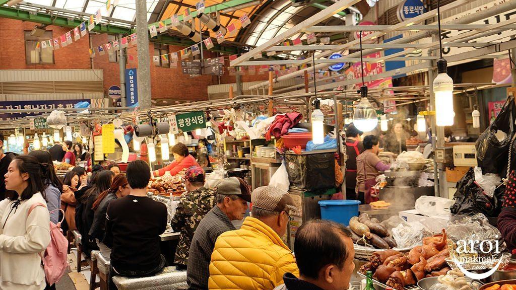 gwangjangmarket-stalls