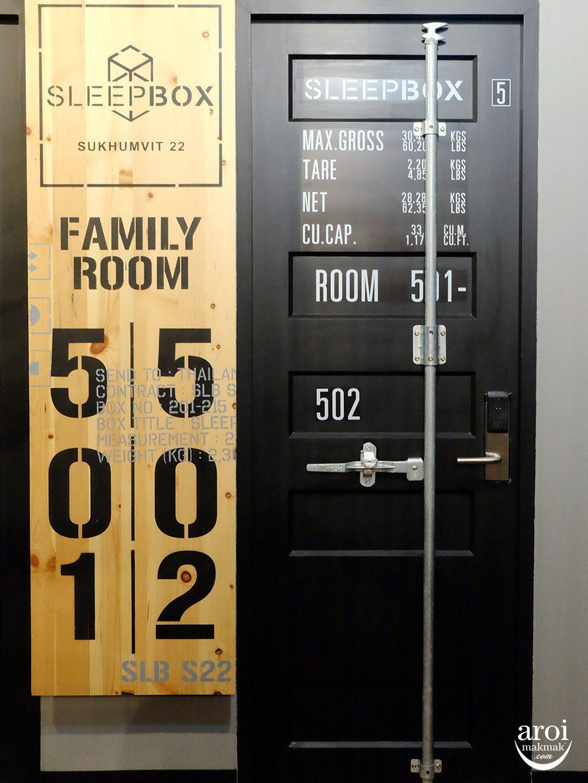 sleepboxsukhumvit22-roomdoor