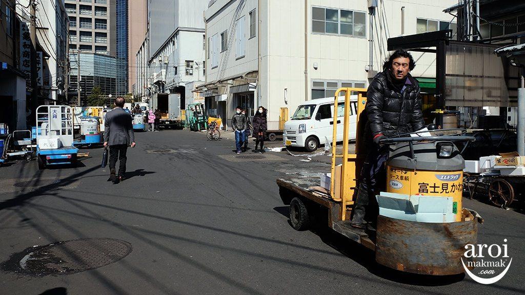 tsukijifishmarket-delivery2