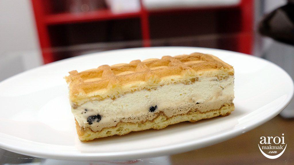 mannekenbelgiumwaffle-creamwaffletiramisu