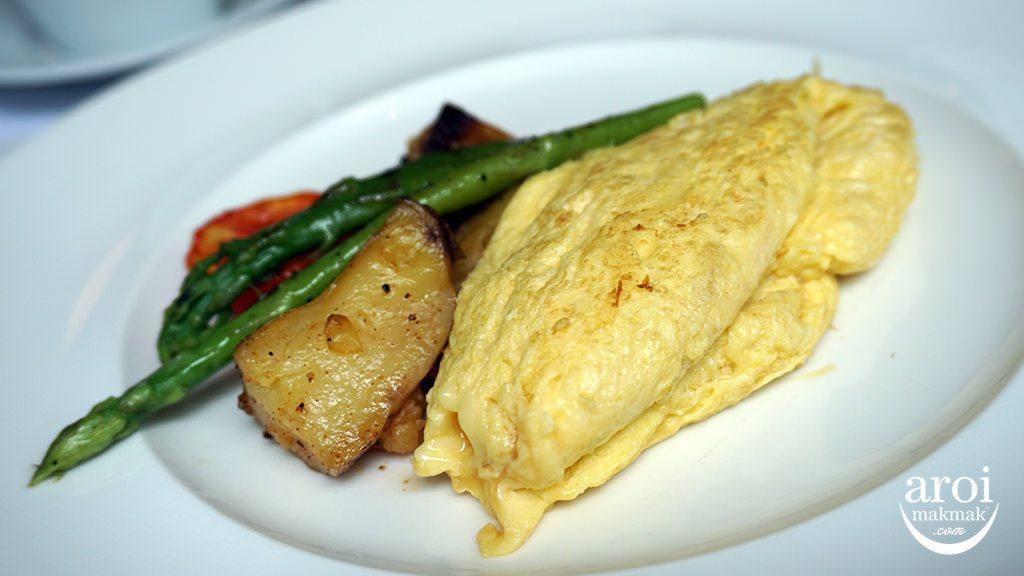 orientalresidencebangkok-breakfastomelettewithherbs