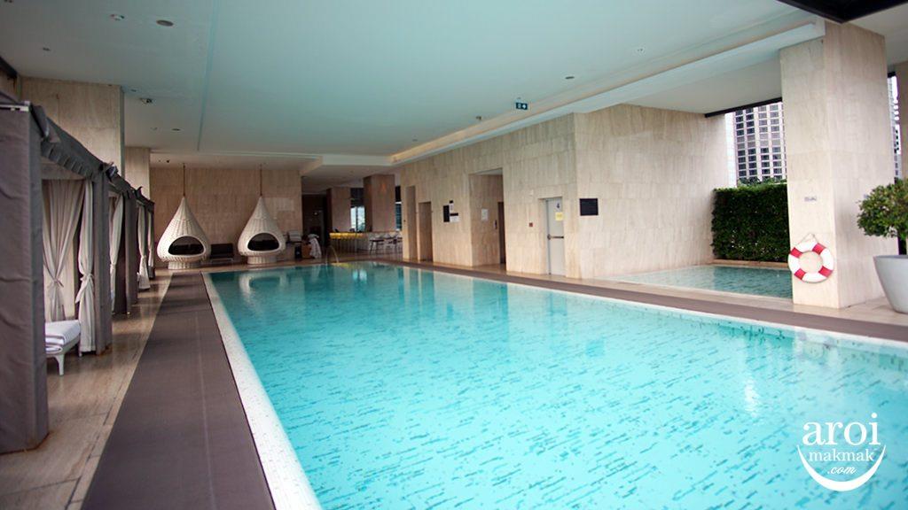 orientalresidencebangkok-swimmingpool