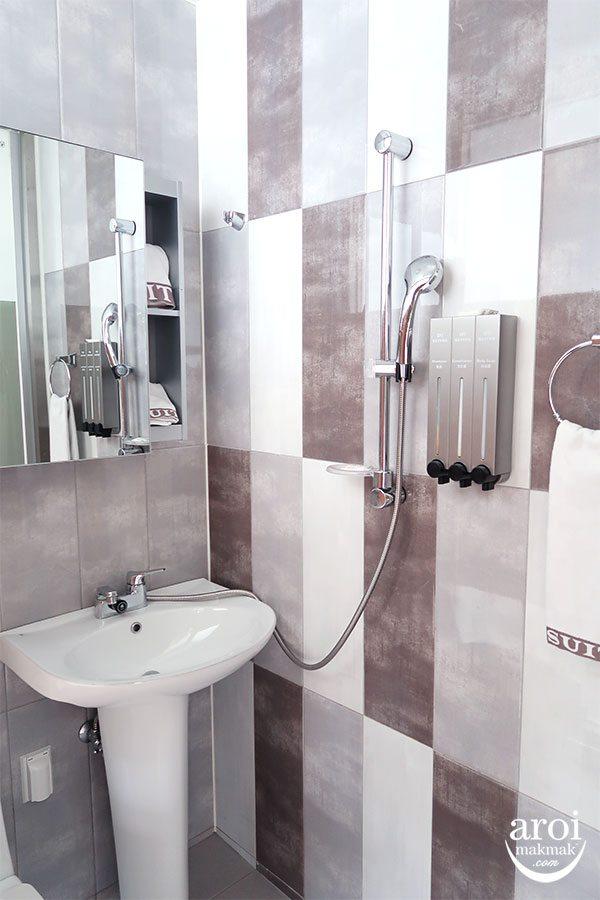 D7Suites_toilet1