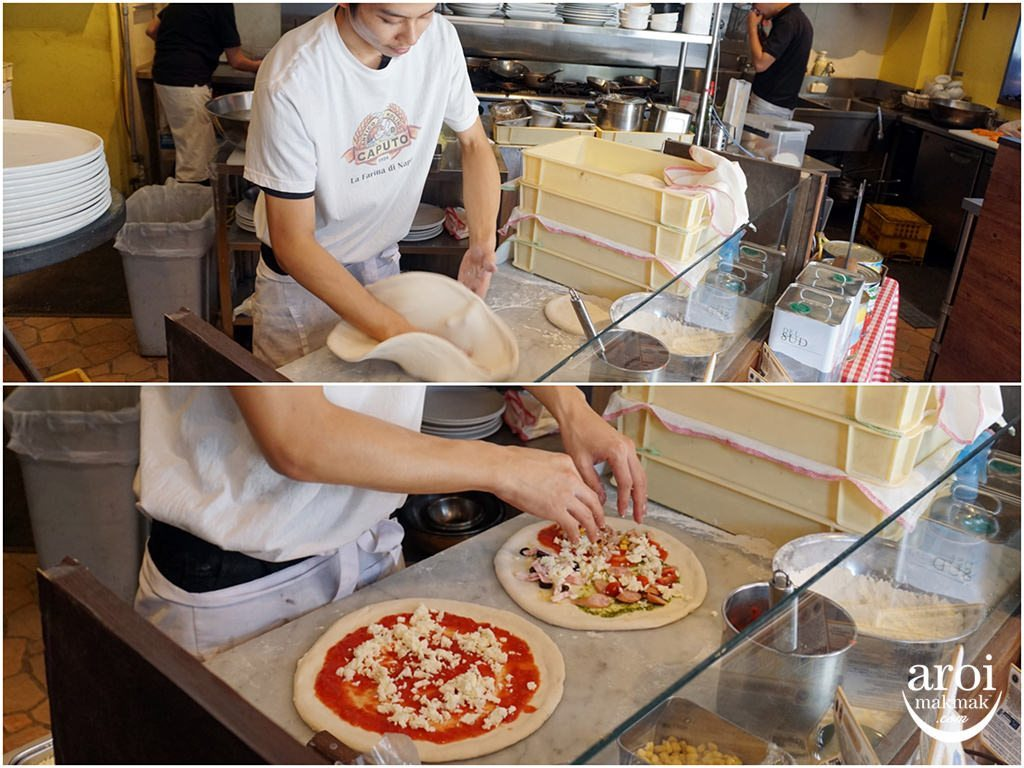 gardenbarandcoffeejapanosaka-makingpizza