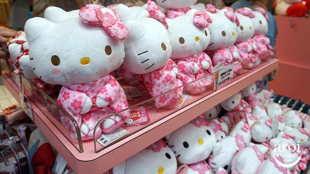 FirstAvenueTokyoStation-HelloKitty2