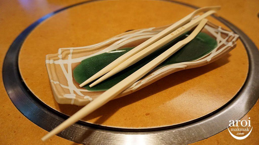 KaniDorakuOsaka-chopsticks
