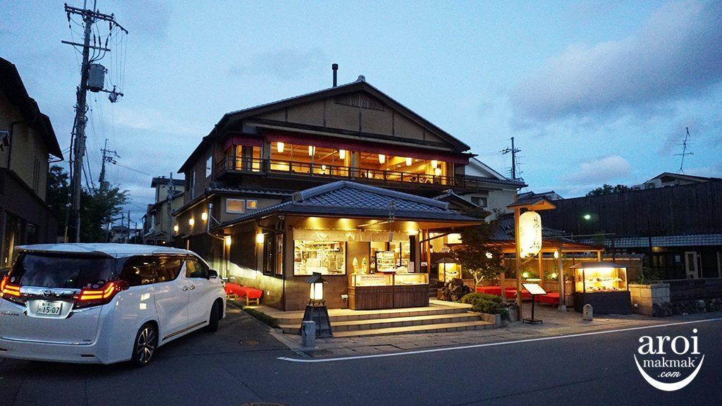 Kyoto_ArashiyamaShops1