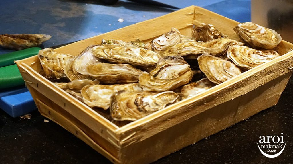 deelitedinnerbuffet-oysters