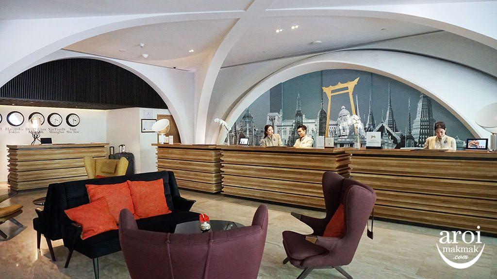 doubletreehiltonbkk-lobby1