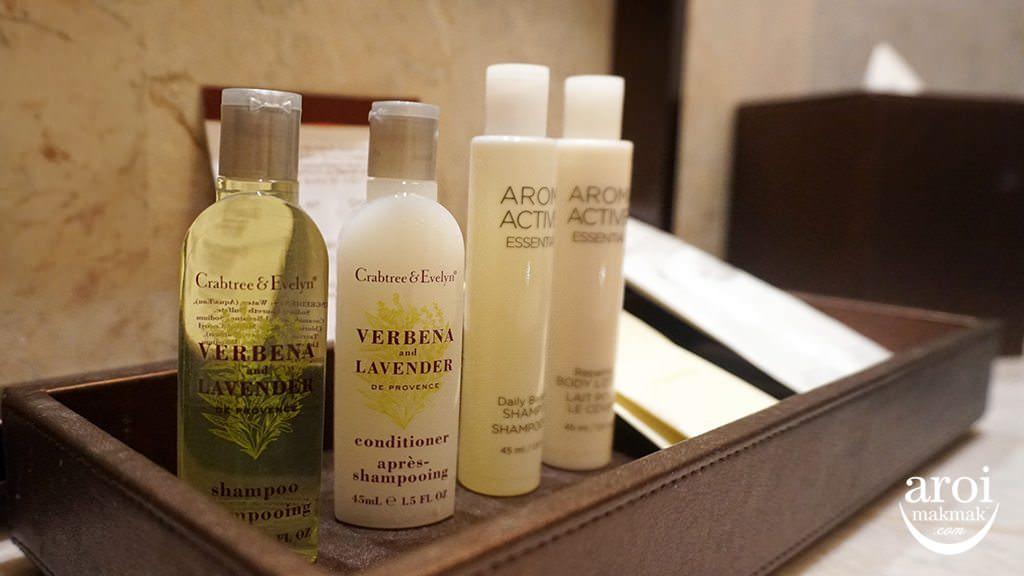 doubletreehiltonbkk-shampooshower