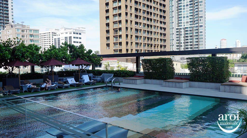 doubletreehiltonbkk-swimmingpool1