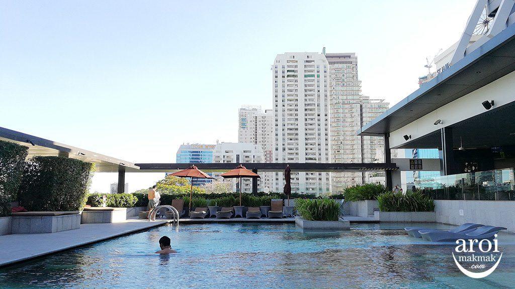 doubletreehiltonbkk-swimmingpool2