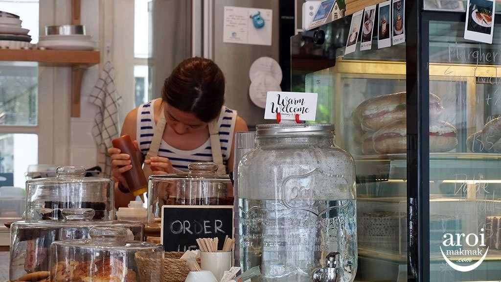 warmwelcomecafe-working