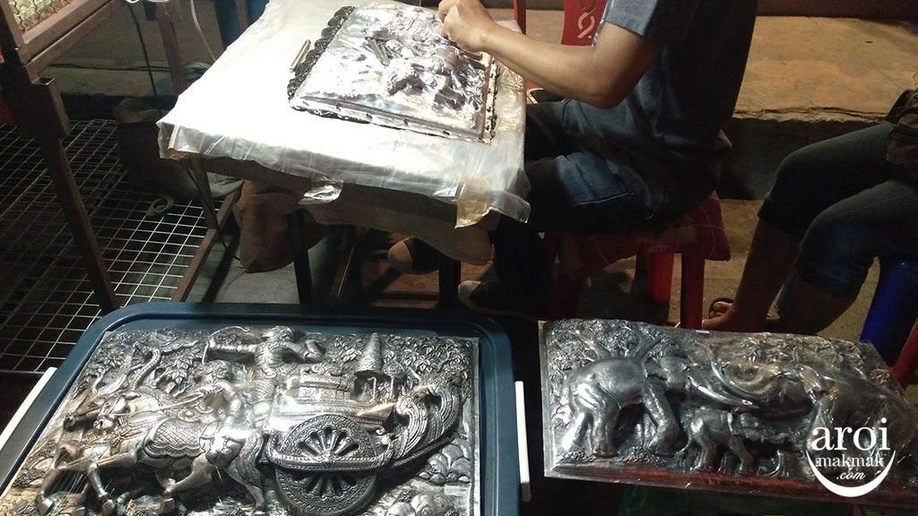 anusarnnightmarket-carvingwork
