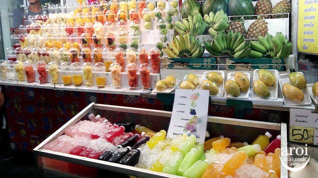 anusarnnightmarket-fruitstand