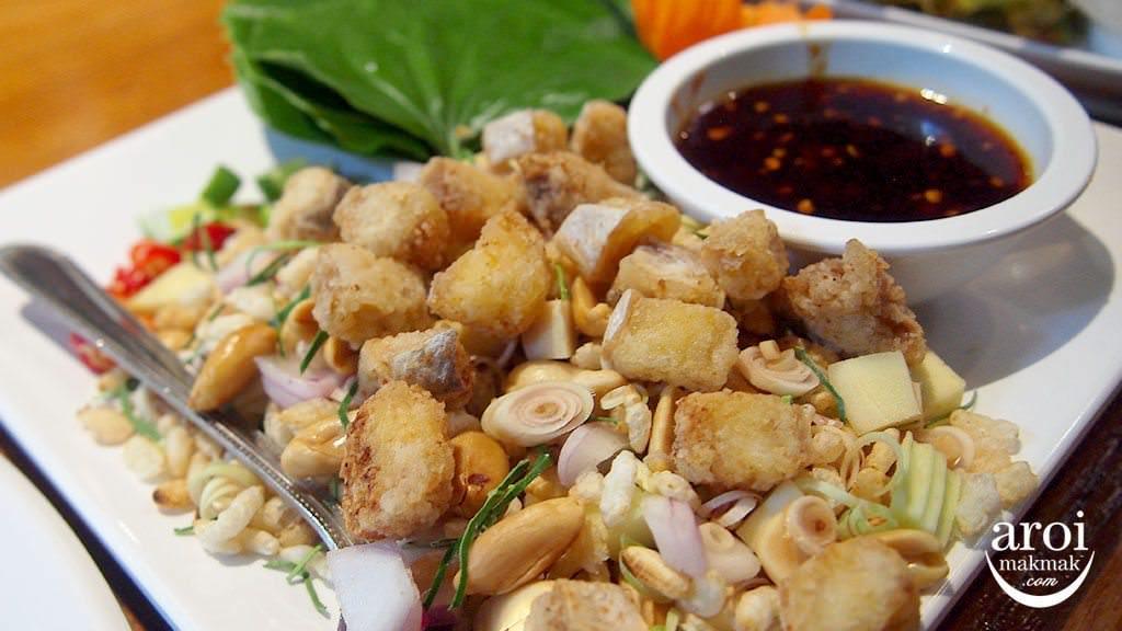 khaomaokhaofang-friedfishpeanuts