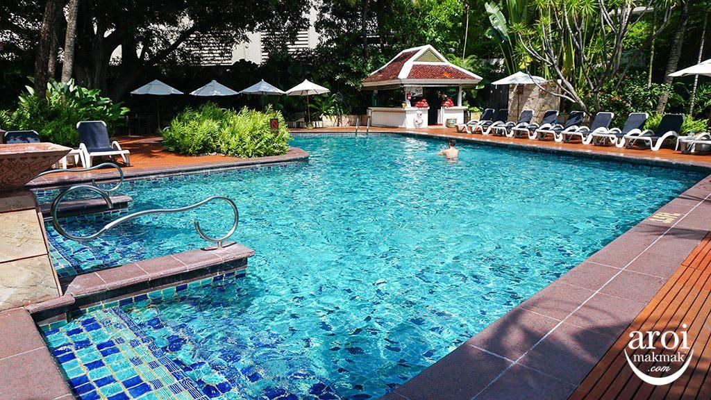 centaragrandcentralplazaladprao-swimmingpool