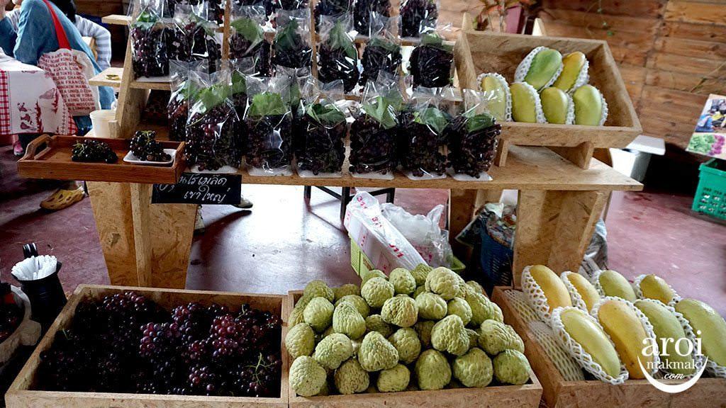 birderslodgefarmersmarket_fruits