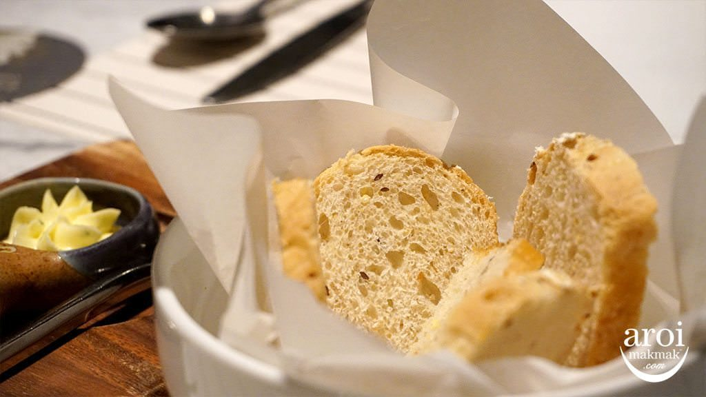 escapekhaoyai_greenoakbistro_bread
